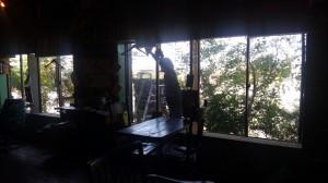 あ!かっちゃんが窓を拭いている!